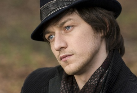 James McAvoy wearing a hat<3