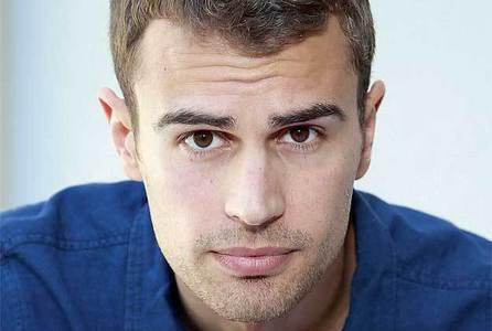 Theo's yummy chocolate brown eyes<3