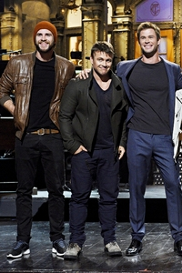 Chris w/ his 2 brothers,Luke and Liam<3