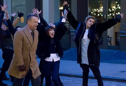 JB dancing while filming a Fiat commercial<3