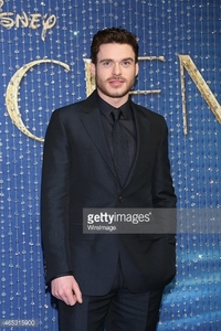 Richard Madden in a black suit<3