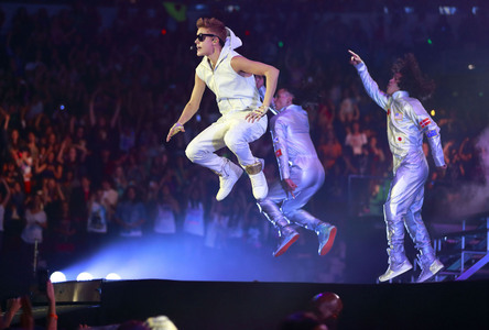 Justin doing a concert<3