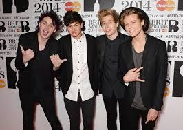 5SOS CLEAN UP NICE THEY LOOK ADORABLE