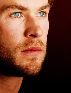 Hemsworth's ocean blue eyes<3