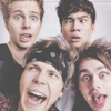 i think Calum looks pretty sexy in that picture XD