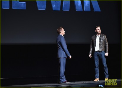 Chris Evans and RDJ on stage<3