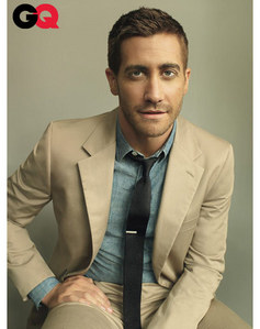 Gyllenhaal looking gorgeous in a suit<3