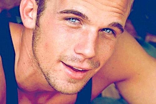 Cam's sparkling blue eyes<3