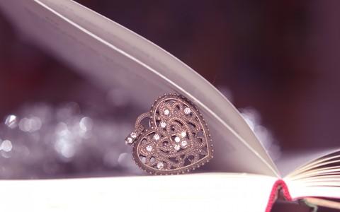 I really like pendants and charms :)