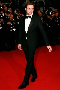 my babe looking immortally sexy and owning that red carpet<3