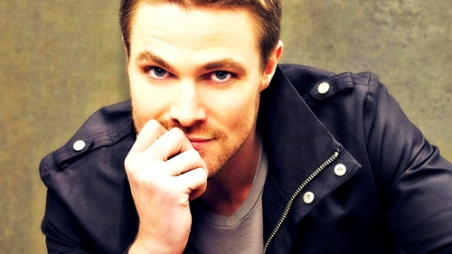 Stephen mostrando his handsome face<3