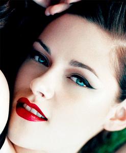 Kristen's closeup<3