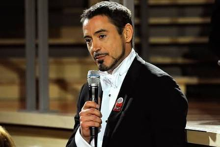 RDJ with a mic<3