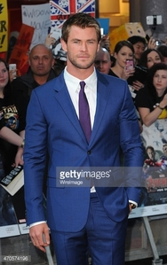Chris looking Thor-rific in a blue suit at the Avengers AOU premiere<3
