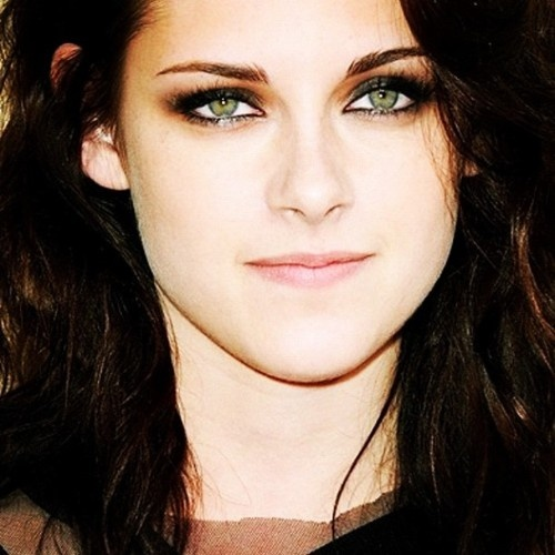 From flightflora: http://images6.fanpop.com/image/photos/34900000/-kristen-kristen-stewart-34909104-500-600.jpg