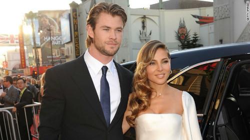 Mr and Mrs Chris Hemsworth<3
