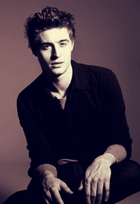 Max Irons<3