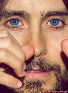 耶稣 has amazing,hypnotic eyes<3