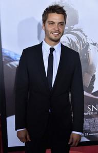Luke lookin hot in a suit<3