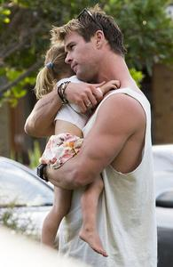 Chris Hemsworth hugging his adorable daughter,India<3
