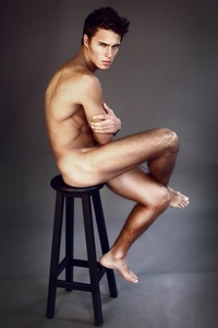 Lucas's luscious legs<3