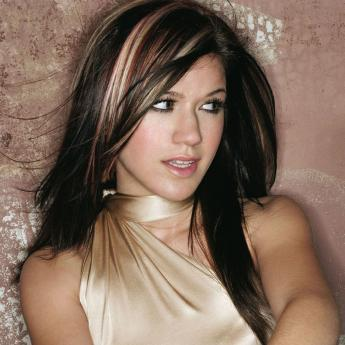 Kelly Clarkson, she's been my one of my Favorit singers since she put out her first single.