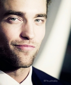 those eyes and that smirk are gonna be the death of me...but death Von Pattinson,what a way to go<3