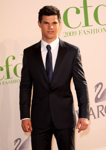 that suit is Taylor made<3