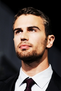 my yummy 30 年 old British babe,Theo<3