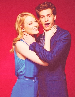 i don't know if they are actually together but i really like them XD Andrew garfield and Emma Stone - Stonefield ♥