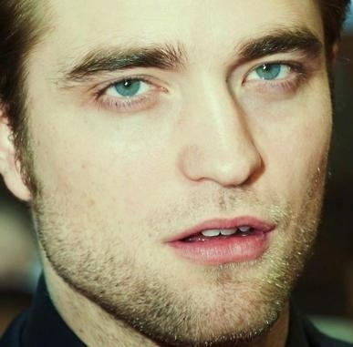 Rob inaonyesha his dreamy,soulful blue eyes<3