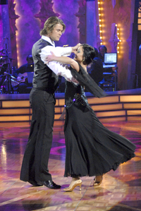 Chris Hemsworth dancing on the Australian version of Dancing with the Stars<3