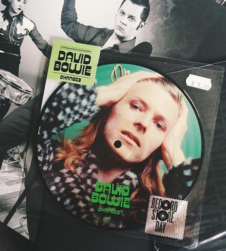 it's mini vinyl but I wanna have!!