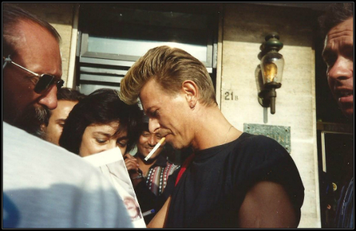 Bowie signing