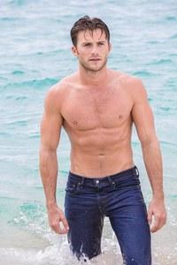 Scott in blue jeans<3