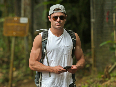 Efron's sexy biceps<3