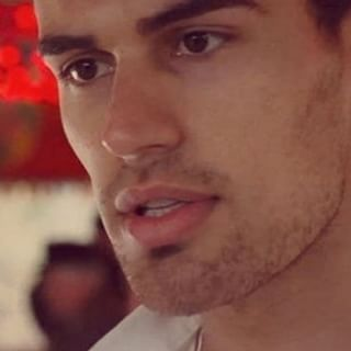 Theo's lickable jawline<3