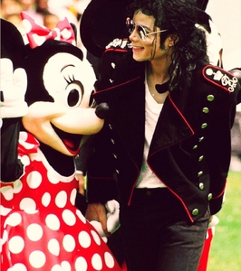 Spend the araw with him in Disneyland !!!!!