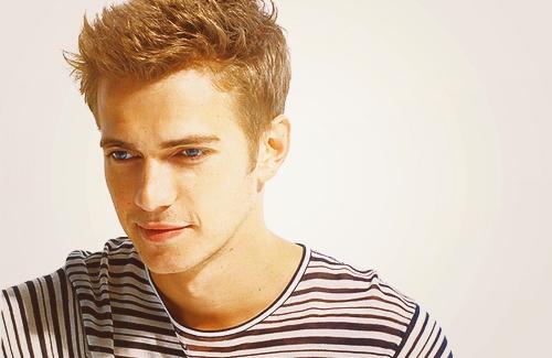 Hayden wearing a 셔츠 :)