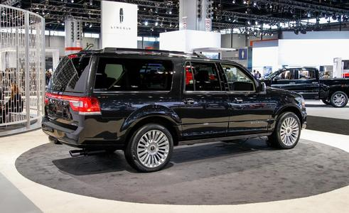 There are so many things that I want, but what I really want is this, a 2015 lincoln Navigator. These things are so awesome, inside and out.