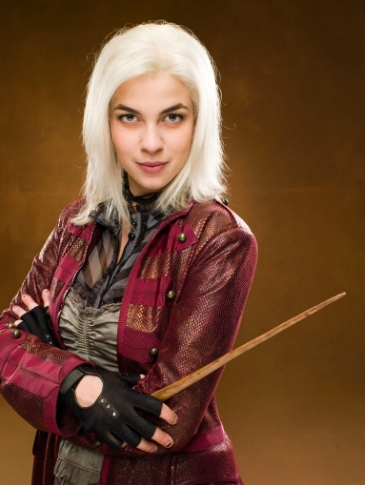 TONKS. I like Blaise, Luna, Oliver, and George too. Also-- an odd choice since she's my least yêu thích character in the series-- Ginny. I dunno but I feel like I would be attracted to her IRL, even though I'm not a người hâm mộ of her in the sách hoặc movies. *shrugs*