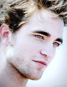 Pattinson's pretty eyes<3