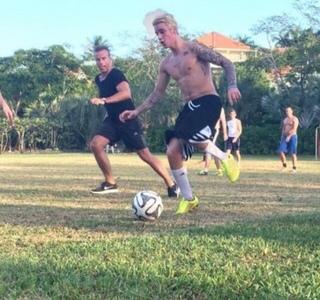 Bieber playing सॉकर :)
