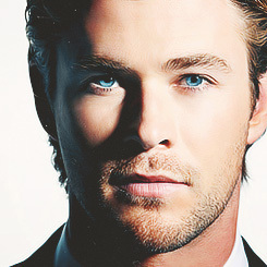 Hemsworth's stunning blue eyes<3