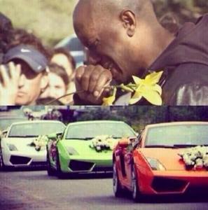 Tyrese shedding tears at his friend/F&F co-star,Paul Walker's crash site:(