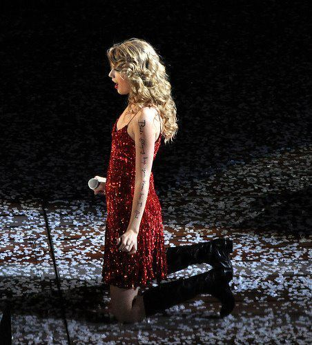 Here: http://cdn.posh24.com/images/:enlarge/p/987020/l/taylor_swift/taylor_swift_takes_over_europe.jpg/taylor_swift_performing_live_paris http://images6.fanpop.com/image/photos/38800000/Taylor-Swift-Speak-Now-Thanksgiving-Concert-Special-speak-now-17686821-1222-817-taylor-swift-concerts-38898422-1222-817.jpg http://upic.me/i/r1/pet15.jpg