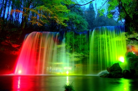 I would definitely be a beautiful waterfall,surrounded 由 beautiful 花 and trees
