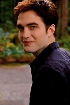 Robert smiling without inaonyesha teeth<3
