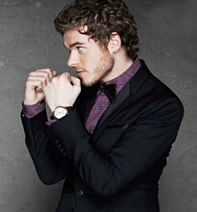 Richard Madden from the side<3
