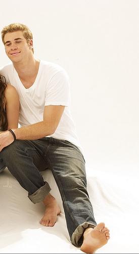 sexy Hemsworth toes<3